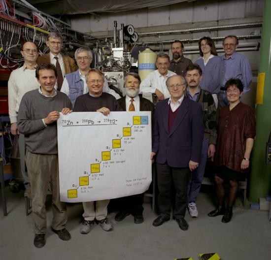 De officiele ontdekkers van het 112de element.