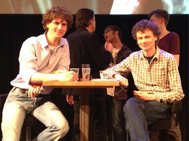 """Aldo (links) en Mark (rechts) bij de VPRO """"Breaking Bad"""" pubquiz als """"de chemici die jullie zullen leren hoe je crystal meth maakt"""". Yeah right ;)"""